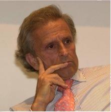 Alberto Benegas Lynch. Presidente del Consejo Académico de Libertad y Progreso, Doctor en Economía. Autor de diecisiete libros. Fue profesor titular por concurso en la UBA.