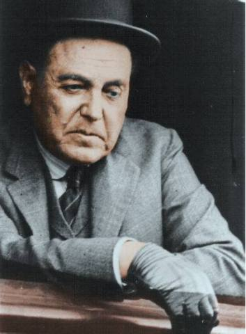Presidente de la Nacion Argentina - Don Hipolito Yrigoyen, apoyado en la ventanilla del tren.